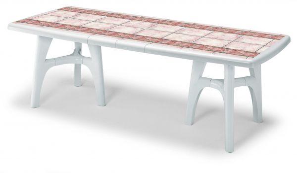 Стол с узорами из пластика