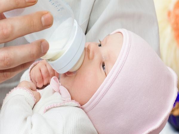 новорожденный икает после кормления